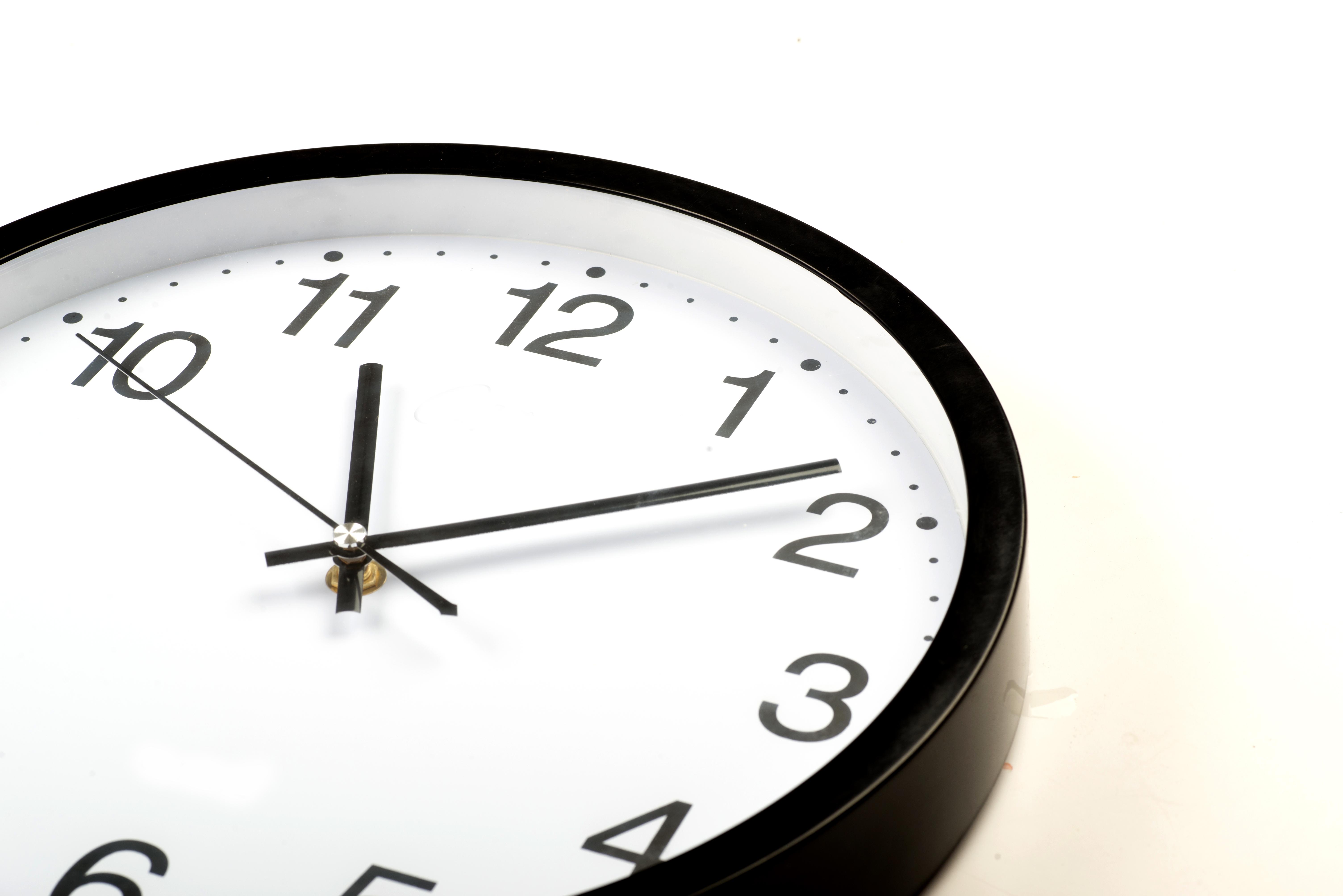 Uradne ure med počitnicami